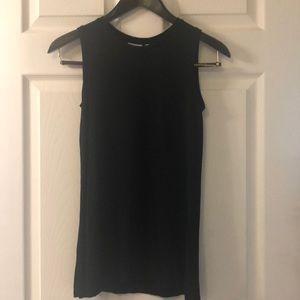 Black sleeveless muscle tee tank top
